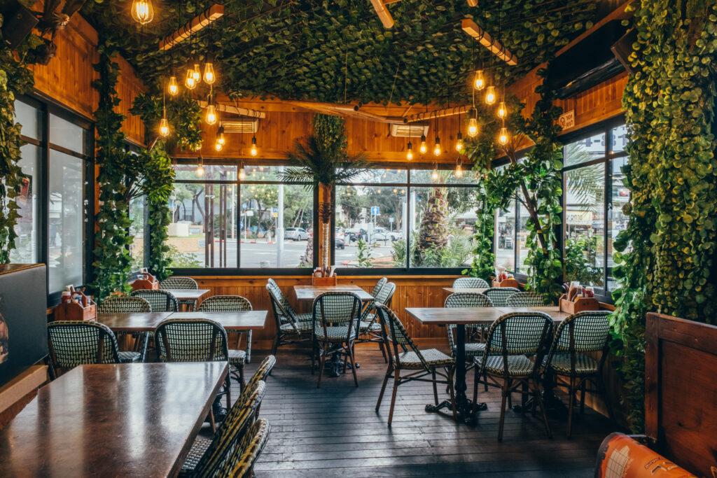 תמונה של חלל הישיבה במסעדה