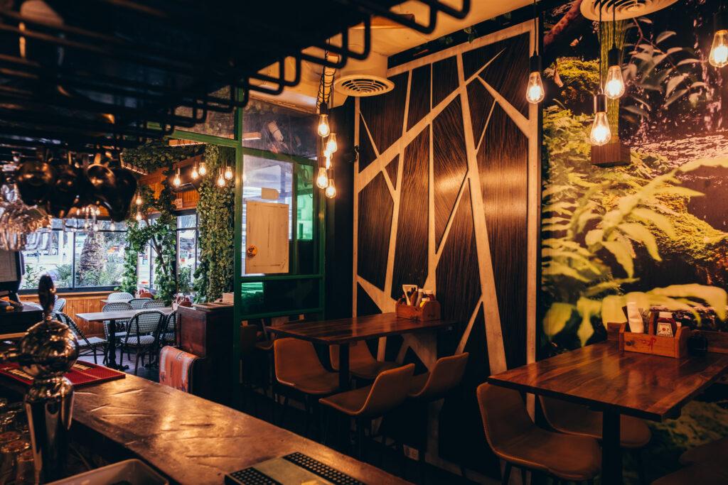 תמונה של קיר במסעדה